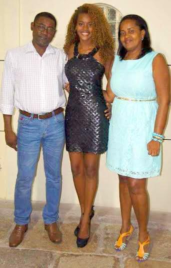 Scarllath Wanny Costa Lopes e os pais