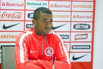 O lateral foi contratado pelo Internacional ainda em 2013 e integrado ao time sub-20