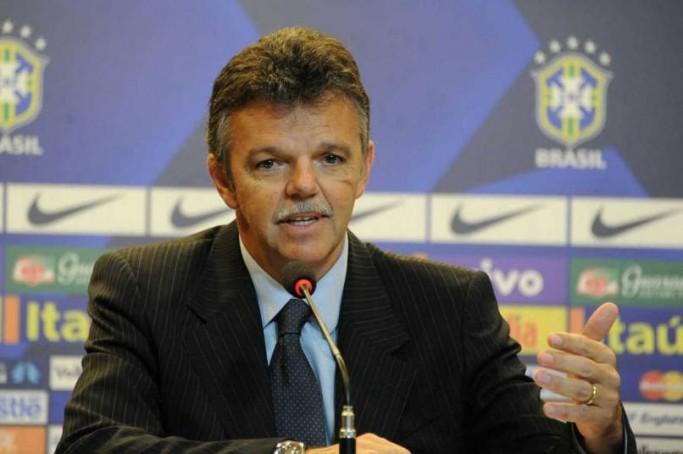 """Zico declarou ao jornal Extra que a seleção """"tem um empresário do futebol comandando"""""""