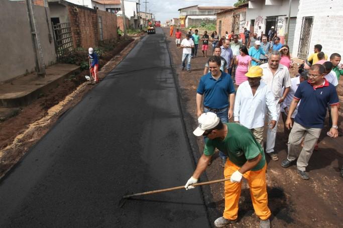 Obras de pavimentação asfáltica no Pontal da Ilha são vistoriadas