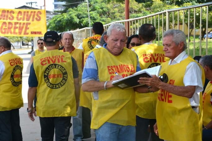 Os policiais civis reivindicam melhores condições de trabalho e pleiteiam a reestruturação do subsídio salarial