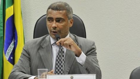 Romário bate boca com João Alberto