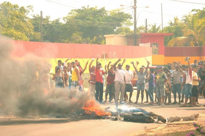 Protesto de moradores da Vila Fagner contra desocupação de terreno na Vila Luizão