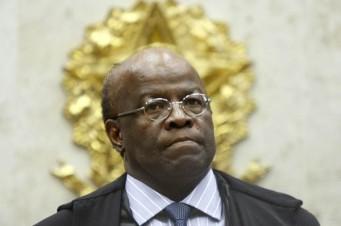 Ministro Joaquim Barbosa preside sessão do STF que julga embragos na AP 470.