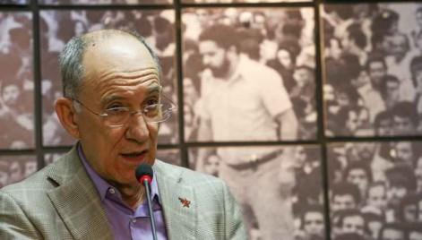 Presidente do PT vai defender expulsão de Delcídio Amaral do partido