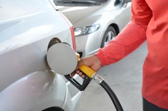 Após aumento nas refinarias, postos de combustíveis já fazem reajuste de preço para o consumidor. O governo federal divulgou os índices de 6% para a gasolina e 4% para o diesel - Foto: OIMP/D.A Press