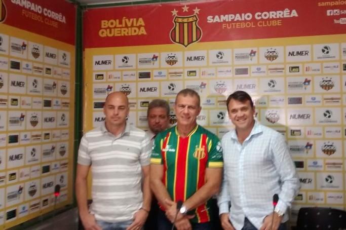 Petkovic é apresentado oficialmente no Sampaio