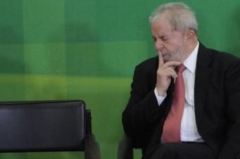 O ministro do STF ainda determinou que as investigações da Lava-Jato contra ao petista continuem com o juiz Sérgio Moro, da 13ª Vara Federal de Curitiba. Lula
