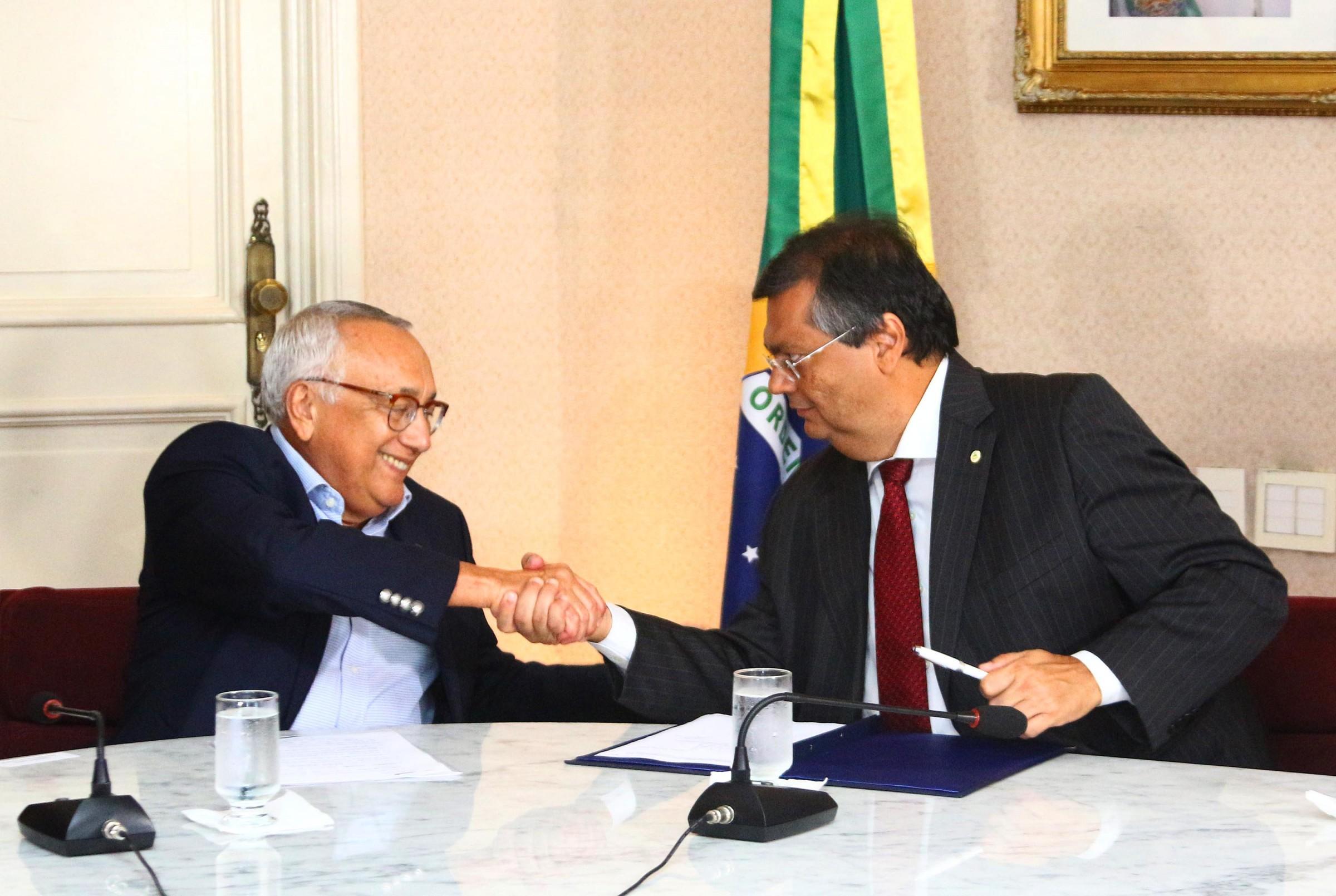 Governo assina acordo com MEC/FNDE para aquisi��o de 64 �nibus escolares