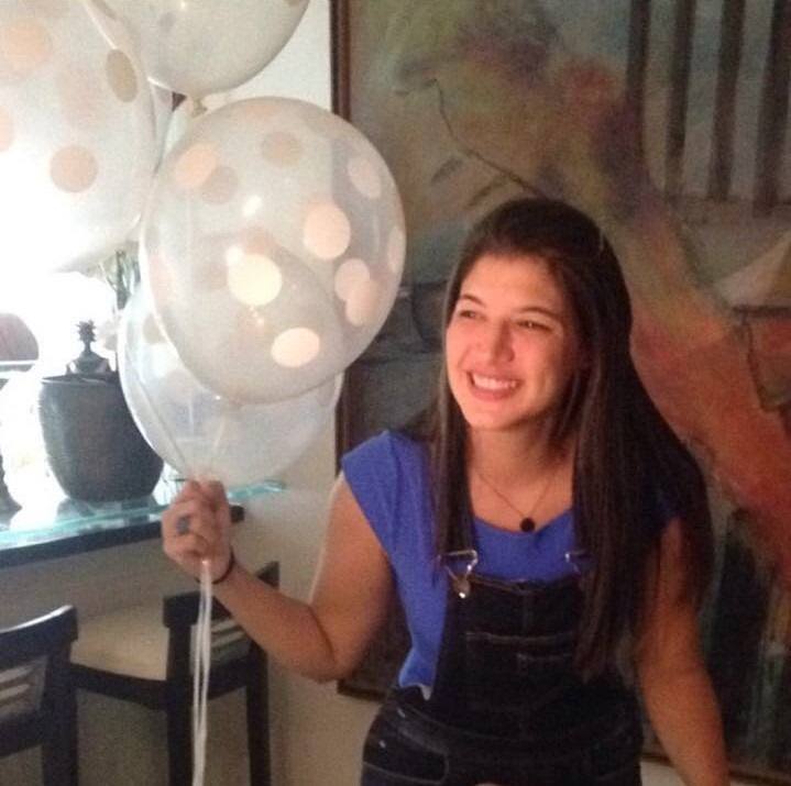 Mariana Costa, assassinada em casa.