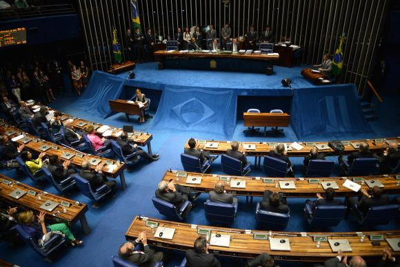 O presidente do Senado, Eunício Oliveira, já disse que a votação estará na pauta do dia, independentemente do que acontecer na Câmara