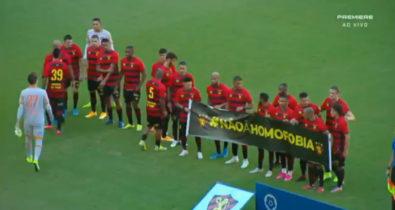 Após ataques homofóbicos, Gil recebe homenagem dos jogadores do Sport Club do Recife