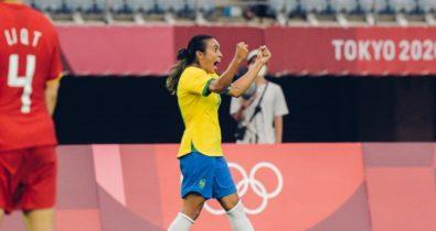Marta faz história e comanda goleada do Brasil na estreia em Tóquio