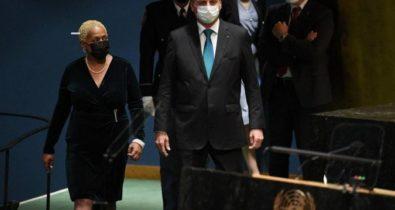 Brasil vai conceder visto humanitário a afegãos, diz Bolsonaro